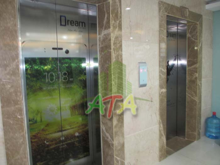 Tòa nhà Q-Smart Tower rất hào phóng khi lắp đặt 3 thang máy song song, hỗ trợ doanh nghiệp thuê văn phòng rất nhiều