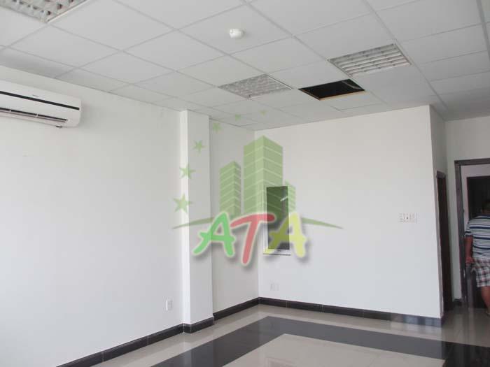 Do mới xây dựng, hầu hết các trang thiết bị bên trong văn phòng LCT Building đều còn mới tinh